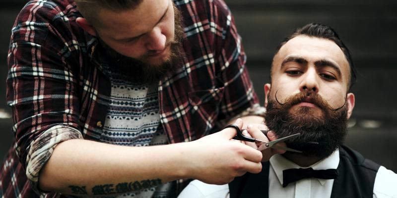 Как называется мужская парикмахерская и те, кто там работает