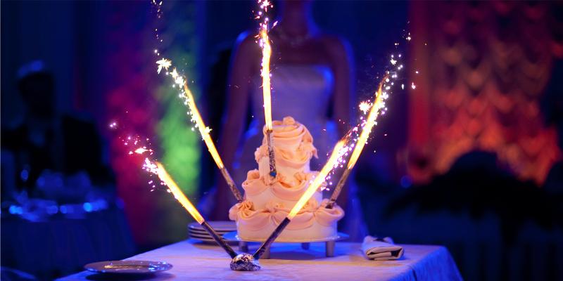 бенгальская свеча, бенгальские огни, торт со свечами