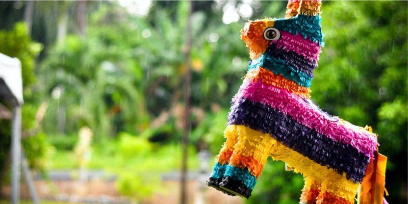 пиньята, лошадь с конфетами
