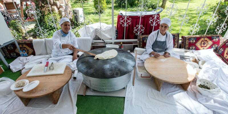 гезлеме, гёзлеме, как называется турецкая лепешка, турецкий лаваш, турецкое национальное блюдо