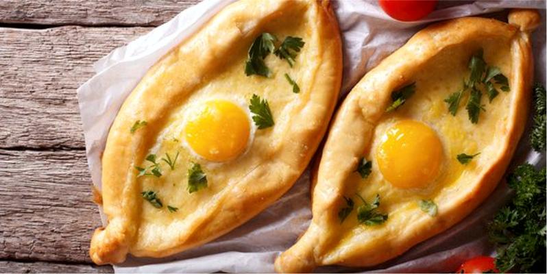 Хачапури по-аджарски, как называется лодочка с яйцом и сыром